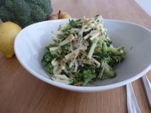Brokkoli Salat mit Apfel und Mandeln (13)_kompr.